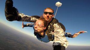 Mamo, ja latam ! – Skok ze spadochronem z 4000m